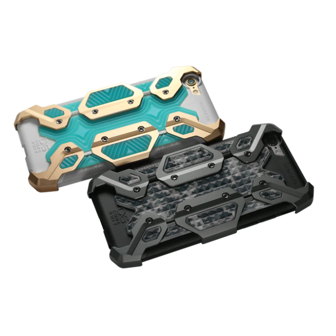 【NEWTYPE輕裝甲金屬飾板手機殼】內含六片CNC鋁合金屬裝甲及兩款色彩鮮豔的PU軟件,消費者可自由混搭變化