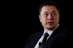 現代鋼鐵人 Elon Musk 涉足潮流圈?光賣這頂「潮帽」就賺了 900 萬台幣!