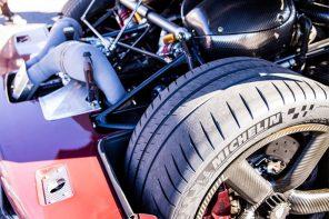 為什麼「超級跑車」要飆過 480 km/h (300mph) 這麼難?