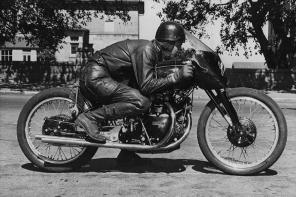 何方神聖!這輛摩托車竟拍賣近「3」千萬台幣!買台超跑都不是問題?