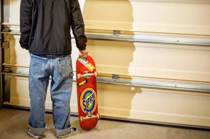 爸爸們在穿的又寬又大的牛仔褲其實正在一點一點「回溫」?