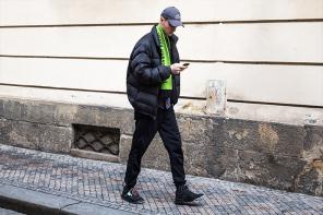 想知道什麼是東歐的美學?收看布拉格時裝周街拍特輯快速加強穿搭功力!