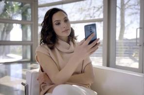 尷尬了!女神 Gal Gadot 被抓包用 iPhone 發文稱讚自己的手機代言品牌