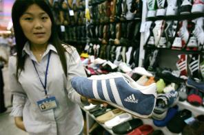 假貨猖獗,adidas CEO 表示:「在亞洲販賣的 adidas 商品有 10% 是假的」