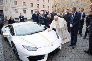 車子要怎麼不跌價還可以保值?找教宗簽名就對了!教宗「簽名版」大牛拍賣在及!